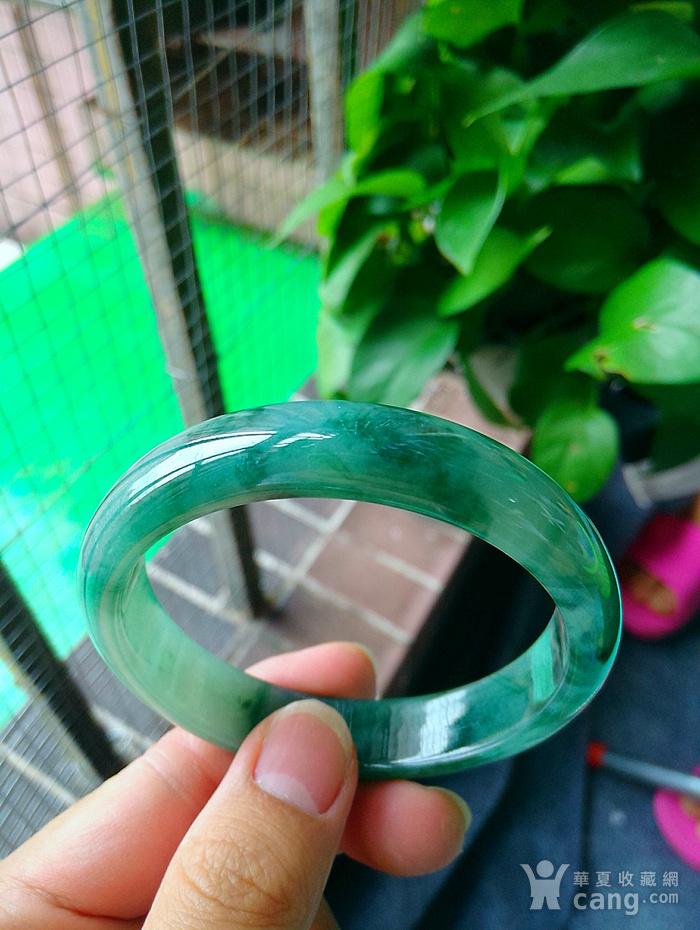 冰润飘绿宽边手镯图1