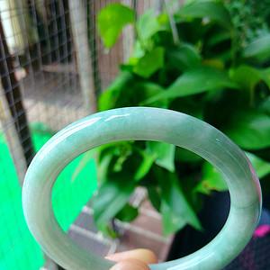 冰润满绿圆条手镯