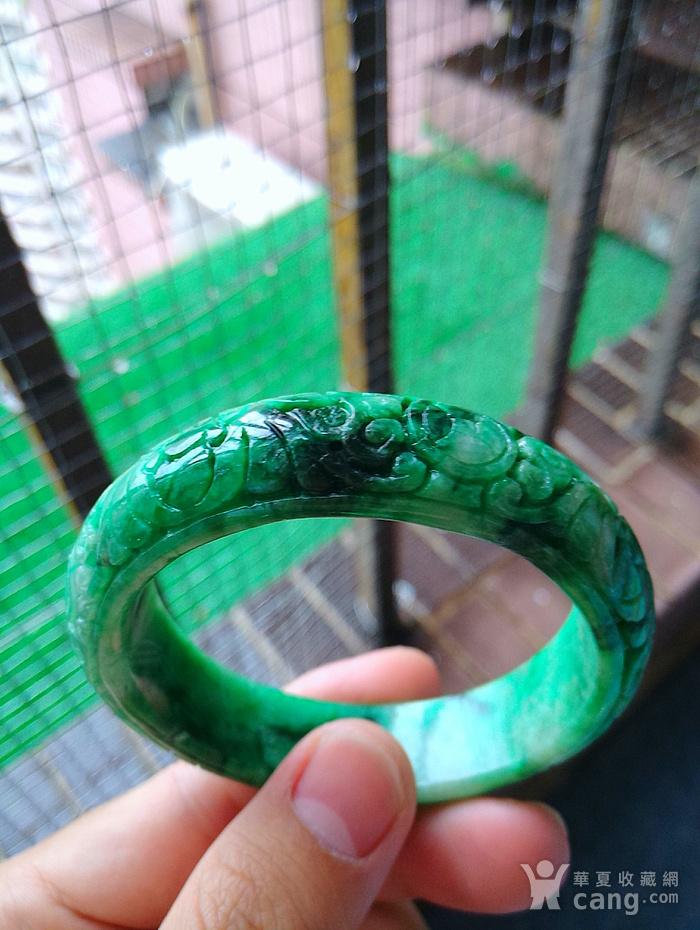 冰润阳绿精雕宽边手镯图2
