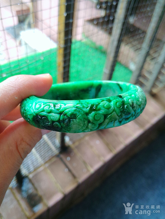 冰润阳绿精雕宽边手镯图5