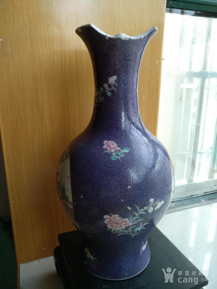 欧洲回流。 大清乾隆年制 款紫罗兰地轧花粉彩人物开光瓶,高34.8Cm图5