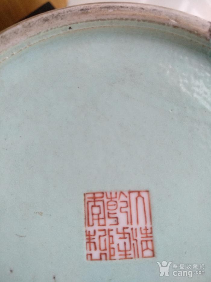 欧洲回流。 大清乾隆年制 款紫罗兰地轧花粉彩人物开光瓶,高34.8Cm图11