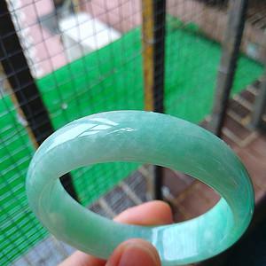 冰润阳绿宽边手镯