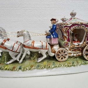 欧洲艺术瓷:坐四轮马车的贵夫人