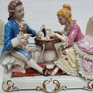 欧洲艺术瓷:下象棋的男孩女孩  26