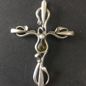 8027欧洲回流老手工银嵌绿珀十字胸针