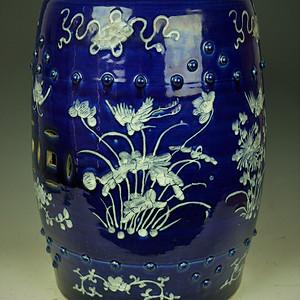 欧美回流   清同光时期蓝釉堆白花卉粉蝶纹鼓凳