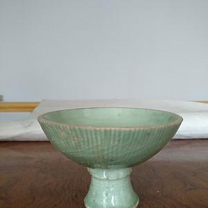 元龙泉梅子青釉高足杯 锯口 ,高7.5Cm,口径11Cm。