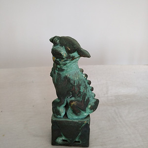 清早瓷胎铜釉仿生坐狮,高:16.8Cm