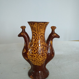 民国红陶紫红釉金彩双凤瓶,高:19Cm陈设佳器。