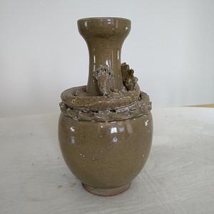 宋龙泉窑系盘龙瓶。高23Cm。