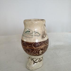 珍稀。宋磁州窑釉下绿彩 刻花 釉上褐彩瓶。高17.5Cm。