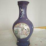 欧洲回流。 大清乾隆年制 款紫罗兰地轧花粉彩人物开光瓶,高34.8Cm