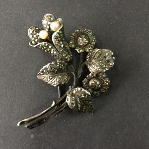 8122欧洲回流银嵌铁矿石珍珠胸针
