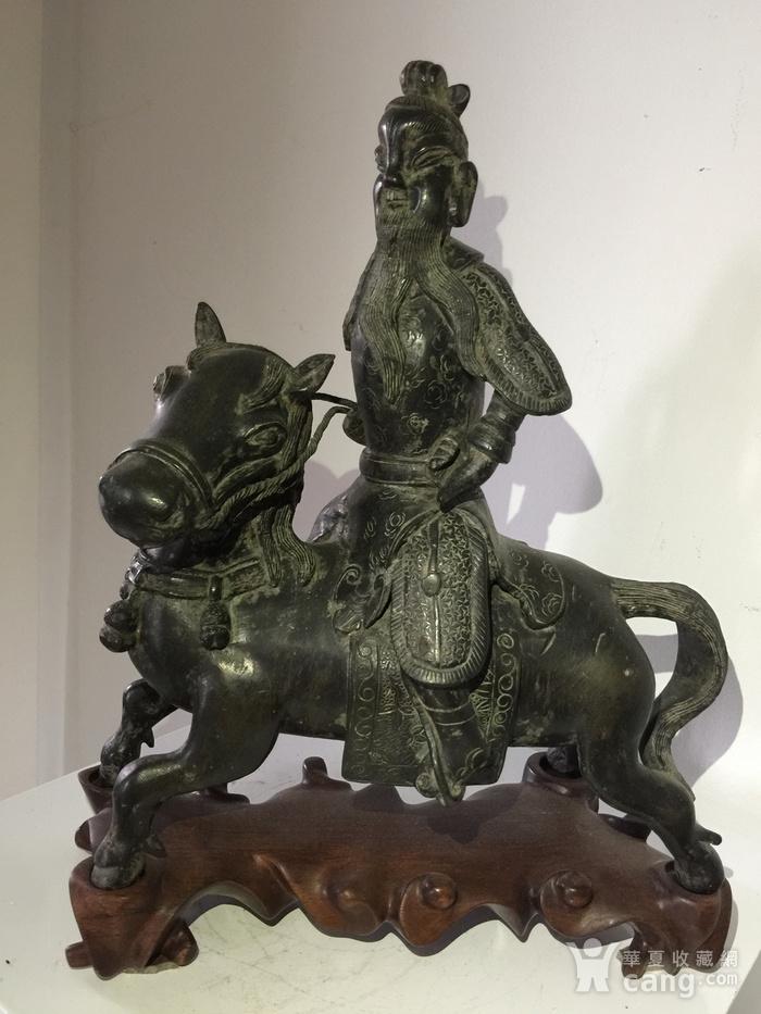 明代铜雕骑马武将图2