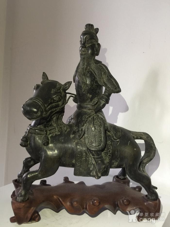 明代铜雕骑马武将图3