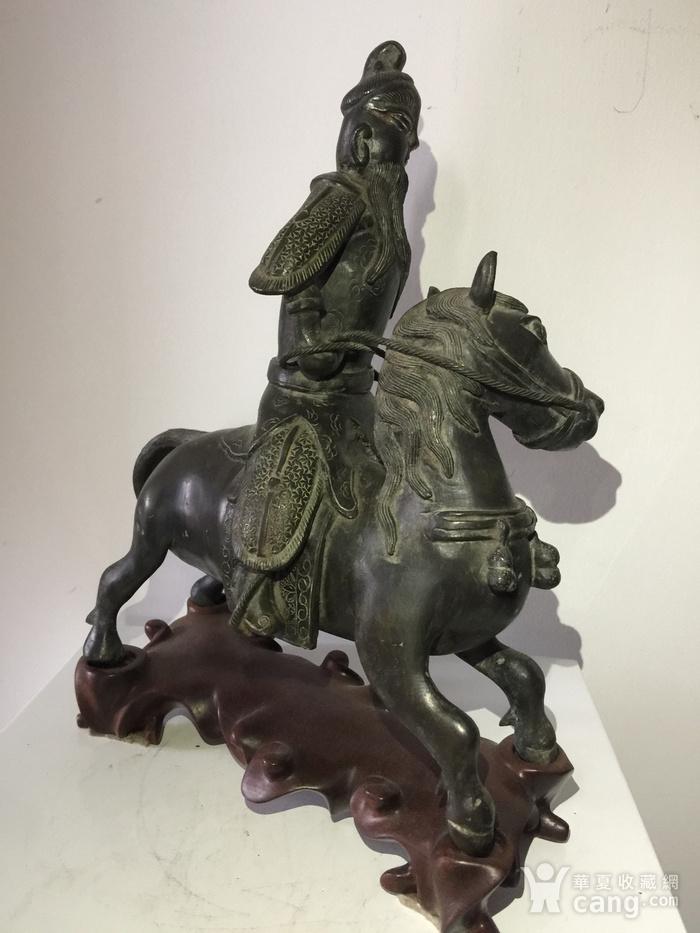 明代铜雕骑马武将图4