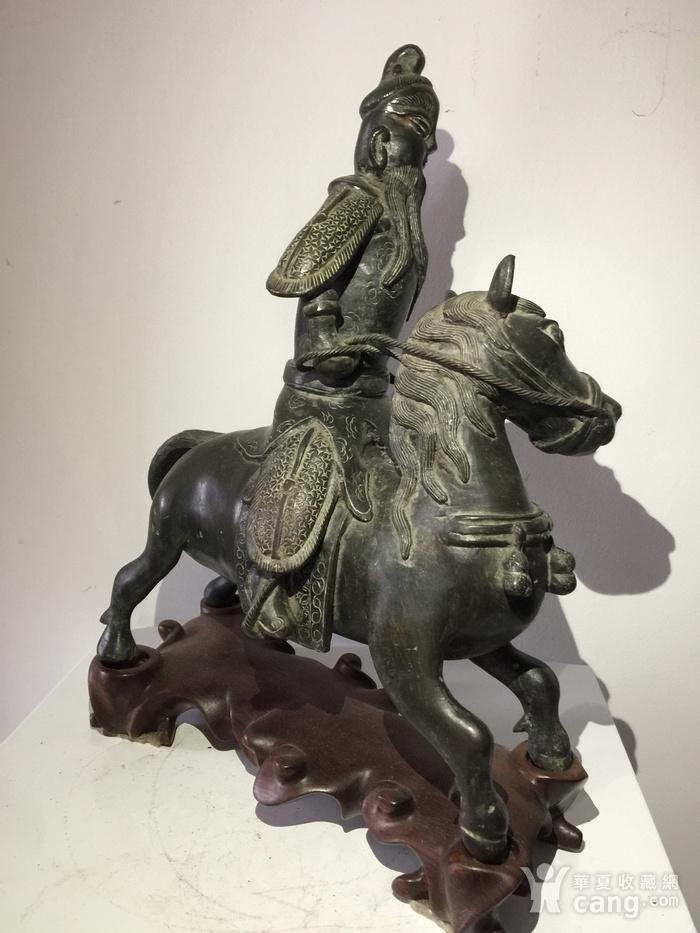 明代铜雕骑马武将图5
