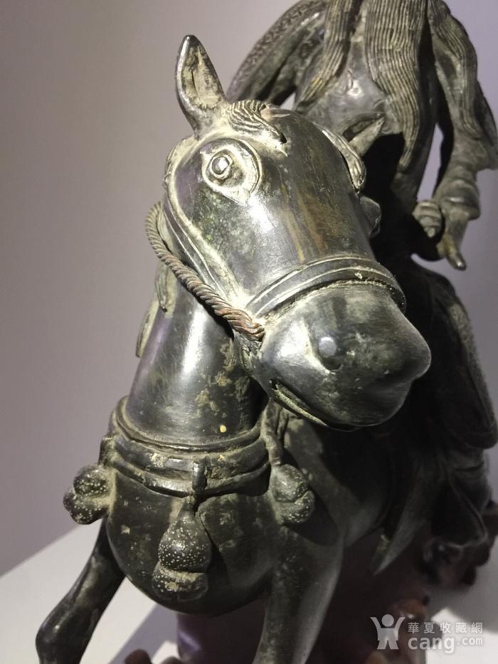明代铜雕骑马武将图8