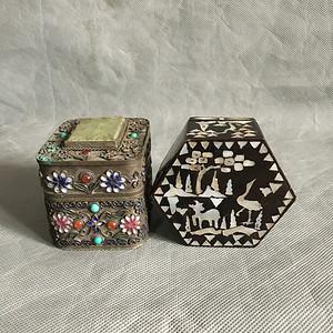两件精美的鋈银嵌宝,嵌锣甸老首饰盒
