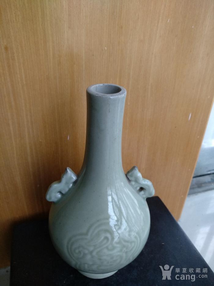 清晚 民国豆青釉暗花双耳天球瓶,高:17Cm图3