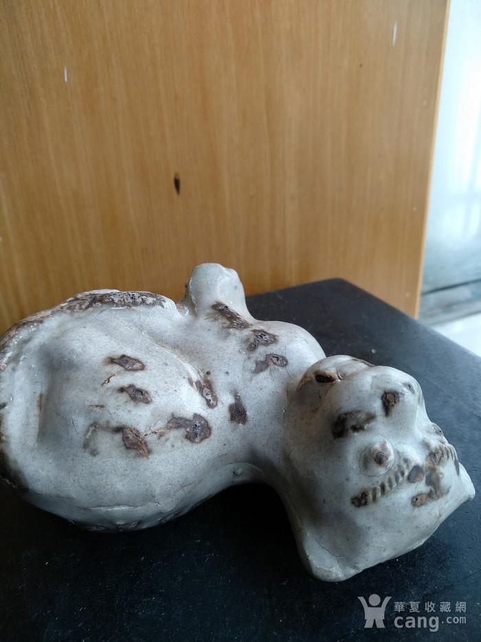 宋磁州窑白釉点彩虎型瑞兽。高8.6Cm,宽9Cm。图4