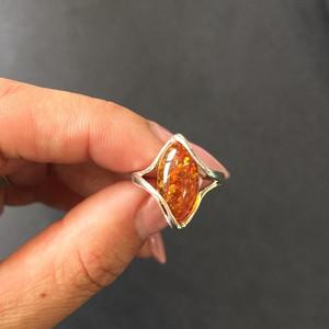 8165欧洲回流现代银工琥珀戒指