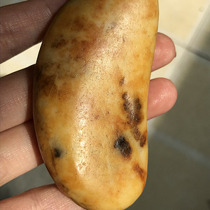 61.2克和田黄沁籽料原石