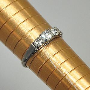1.1克镶水晶戒指