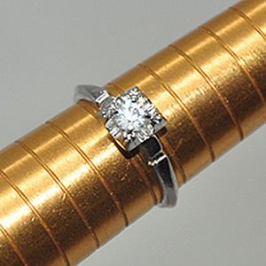 1.6克镶水晶戒指