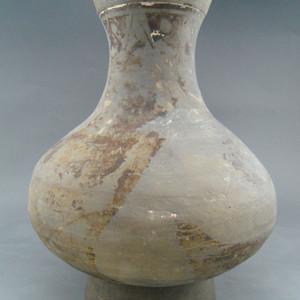 17.汉 灰陶瓶