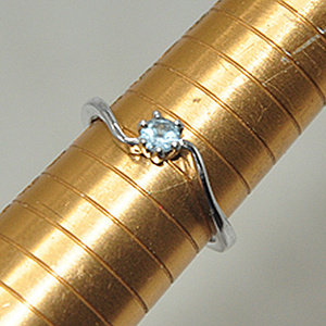 1.8克镶水晶戒指