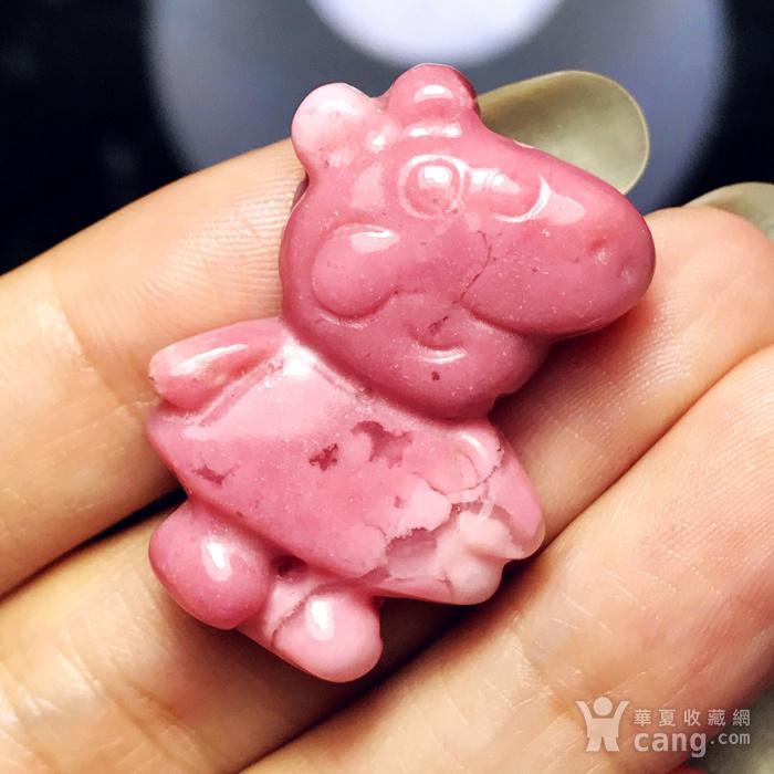 风靡全球小猪佩奇!美国蔷薇辉石桃花玉满色雕刻社会猪可爱小猪图10