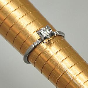 1.3克镶水晶戒指