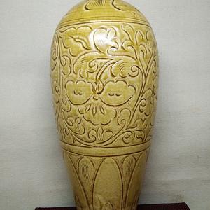 联盟 黄釉莲花梅瓶