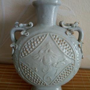 联盟 元金白釉抱月瓶