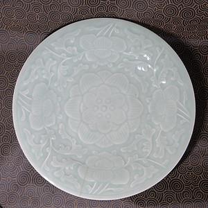 清代29cm缠枝花卉纹豆青釉大盘