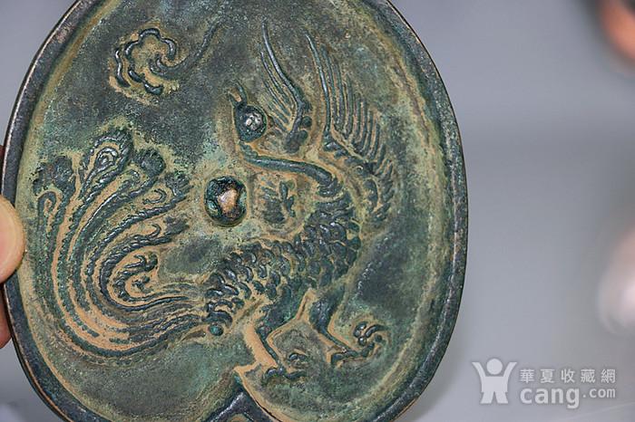 高古风纹桃型铜镜图2