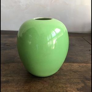 民国精品薄胎翠绿釉蛋型大水孟