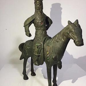 清代晚期铜雕嵌宝石骑马关公