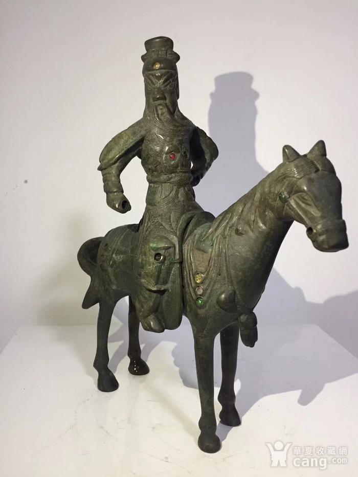 清代晚期铜雕嵌宝石骑马关公图1