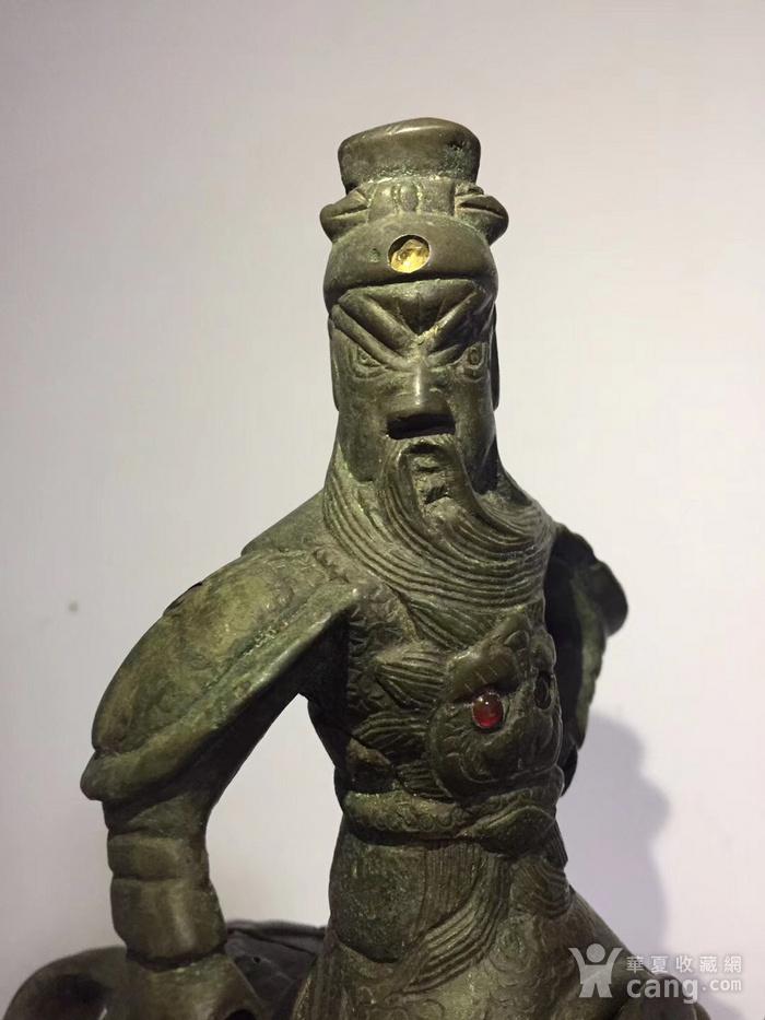 清代晚期铜雕嵌宝石骑马关公图8