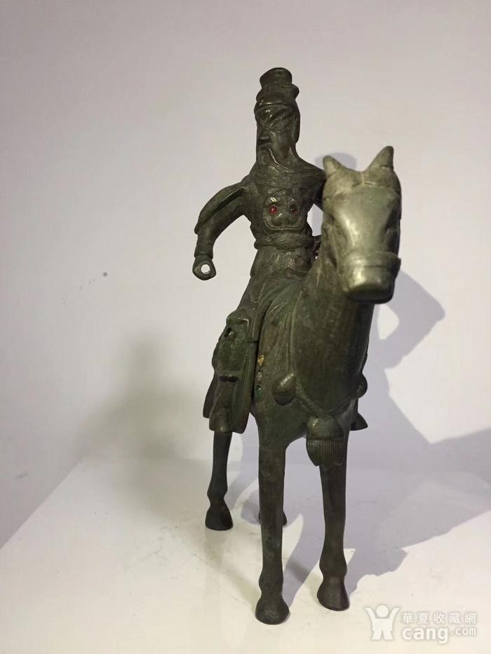 清代晚期铜雕嵌宝石骑马关公图3