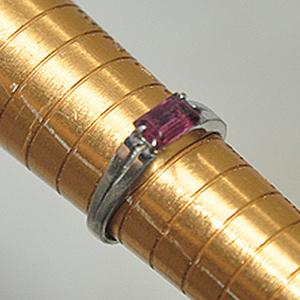 1.9克镶水晶戒指