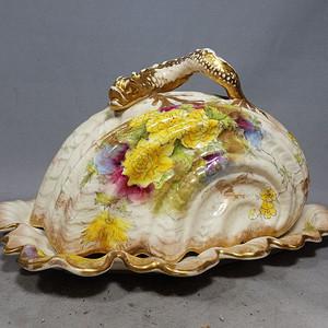维多利亚时期粉彩堆塑盘龙绘画异形盖盘