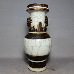 清代哥釉大开片堆塑兽面赏瓶