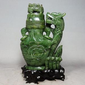清代碧玉苍龙雕刻宝瓶