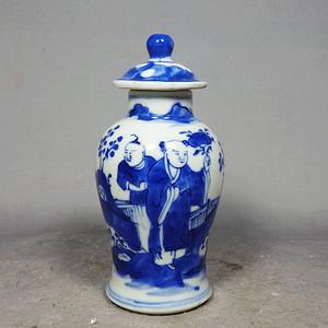 清代青花童子人物绘画梅瓶