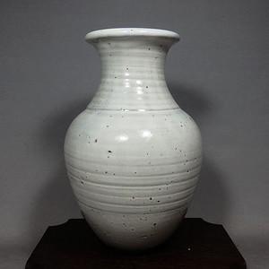 维多利亚时期白釉赏瓶