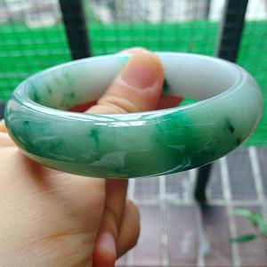 冰润绿宽边手镯